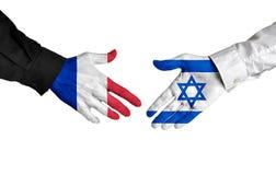 Diplomates de Frances et de l'Israël se serrant la main pour des relations politiques Photos libres de droits