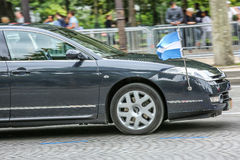 Diplomatisches Auto Argentiniens während der Militärparade ( Defile) im Tag der Republik ( Bastille Day) Champions Ely Lizenzfreie Stockbilder