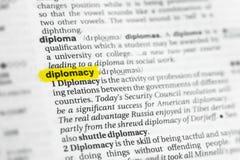 Diplomazia inglese evidenziata di parola e la sua definizione al dizionario fotografia stock libera da diritti