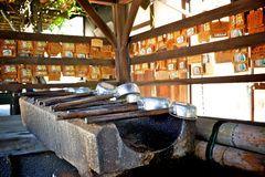 Dipper da água no templo do todaiji foto de stock