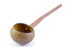 Dipper van kokosnotenshell wordt gemaakt, traditionele container voor drinki die Stock Foto's