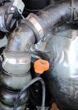 Dipstick масла двигателя в двигателе автомобиля Стоковое Изображение RF