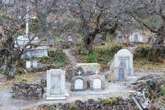 DIQING, КИТАЙ - 17-ОЕ МАРТА 2015: Католическое кладбище на Cizhong A Стоковое фото RF