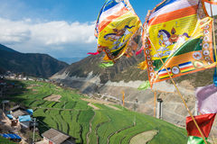 DIQING, CHINA - 17. MÄRZ 2015: Gebetsflagge bei Cizhong ein berühmtes Ti Lizenzfreie Stockfotos