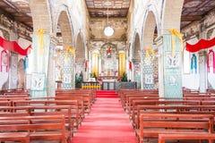 DIQING, CINA - 17 MARZO 2015: La chiesa cattolica di Cizhong Una chitarra elettrica dello stratocaster del F Fotografie Stock