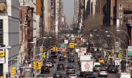 Direção do tráfego de New York City da parte alta da cidade Fotografia de Stock Royalty Free