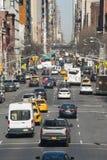 Direção do tráfego de New York City da parte alta da cidade Imagem de Stock