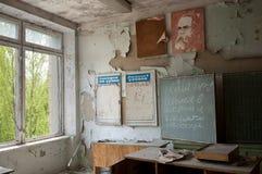 Dirección de la escuela abandonada en Pripyat, zona de exclusión de Chernóbil Fotos de archivo libres de regalías