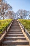 Dirección de las escaleras ascendente a Jefferson Park fotos de archivo