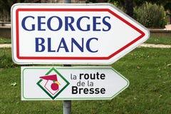 Dirección del restaurante de Georges Blanc en Vonnas, Francia y el camino de Bresse Foto de archivo