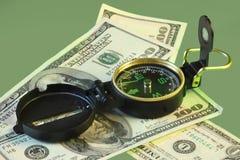 Dirección del verde del dólar imagen de archivo
