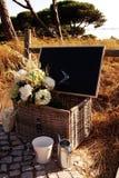 Dirección - sistema romántico rústico del verano, muestra negra del tablero Imagenes de archivo