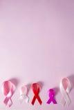 Direct boven mening van diverse linten van de Kankervoorlichting Royalty-vrije Stock Foto
