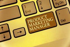 Directeur de marketing de produit d'écriture des textes d'écriture Signification de concept qui responsable de mettre le plan pou Images stock