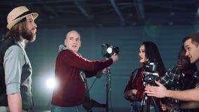 Directeur enseignant l'arrangement léger banque de vidéos