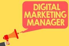 Directeur marketing de Digital des textes d'écriture Signification de concept optimisée pour signaler dans les conseils ou l'homm illustration de vecteur