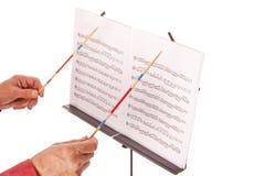 Directeur musical avec le support de bâton et de feuille Photographie stock libre de droits