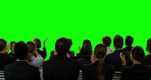 Directeuren die het onzichtbare scherm bekijken stock videobeelden