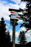 Direction d'indicateur en montagne Photographie stock libre de droits