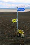Direction de route au milieu de nulle part, Islande Photographie stock libre de droits