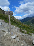 Directional pointer sign of the touristic route to the path Royalty Free Stock Photography