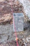 Directive sur un chantier de construction comme marqueur pour une construction précise photographie stock