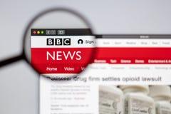 Directo visible del logotipo de la BBC una lupa imagen de archivo