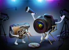 Director de la cámara de DSLR y ayudante desechable en un escenario de película imágenes de archivo libres de regalías