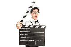 Director de película emocionado que presenta detrás de un clapperboard Fotografía de archivo libre de regalías