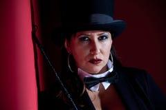 Director de pista de circo de sexo femenino travieso Imagen de archivo libre de regalías