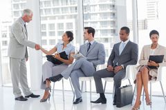 Director welcoming businesswoman Royalty Free Stock Photos