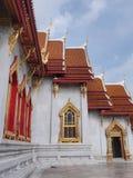 Direita de mármore do templo sob o céu nebuloso Imagens de Stock Royalty Free