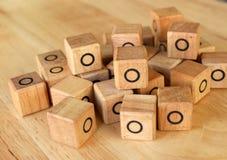 Direito com jogo do dedo do pé do tac do tique na tabela de madeira Fotografia de Stock Royalty Free