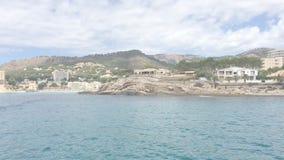 Direito movente da vista litoral do mar em Mallorca do sudoeste filme