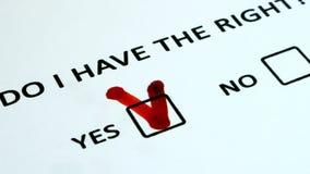 Direitos humanos, votando em um pedaço de papel video estoque