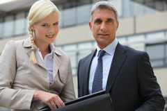 Direktör och sekreterare utomhus Royaltyfria Foton