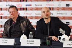 Direktör Thomas Stuber för skådespelare Peter Kurh och filmpå den 40th MoskvaInternationalfilmfestivalen Royaltyfri Bild