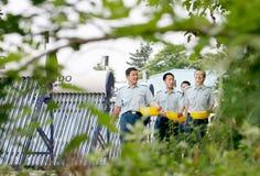 Direktübertragung im Befreiungsarmee-Luftwaffenkämpfer der Leute unter Verwendung der Solarenergiedusche lizenzfreies stockfoto