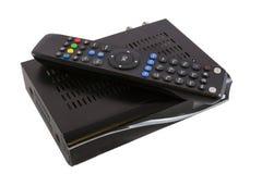 Direktübertragung und Empfänger für Satellitenfernsehen auf weißer Draufsicht stockbild