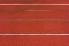 Direkte Leichtathletik Laufbahn am Sport-Stadion lizenzfreie stockbilder