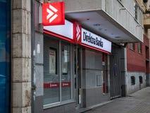 Direktna Bank logo na ich lokalnym biurze w Belgrade Direktna Bank jest reklamy i handlu detalicznego bankiem obrazy royalty free