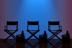 Diretor Cadeira, válvulas do filme e megafone com Backlig azul Fotografia de Stock Royalty Free