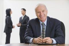 Direttore aziendale con il suo personale. Fotografia Stock