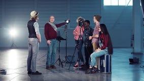 Direttore che insegna alla regolazione leggera fotografia stock libera da diritti