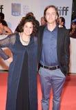 Direttori Jennifer Baichwal e Nicholas de Pencier del documentario corrente del ` di molto tempo del ` a TIFF17 Fotografia Stock Libera da Diritti