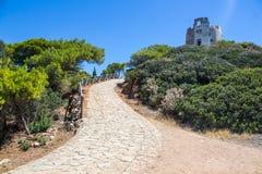 Direzione dell'Italia Sardegna Torre di Chia dalla torre nel giorno del sole fotografia stock