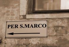 Direzioni da andare al quadrato del segno di Sanint a Venezia nello spirito dell'Italia Immagine Stock Libera da Diritti