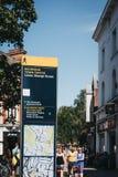 Direzioni e bordo della mappa a Richmond, Londra, Regno Unito fotografie stock libere da diritti