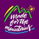 Dirigé vers les montagnes Lettrage tir? par la main de vecteur Citation de motivation illustration stock