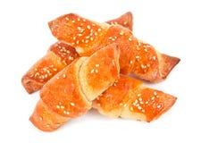 Diriga i rulli di pane fatti con i semi di sesamo su bianco Immagine Stock Libera da Diritti